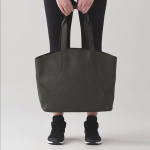Lululemon Large All Day Tote, pouch, shoe bag 🌿
